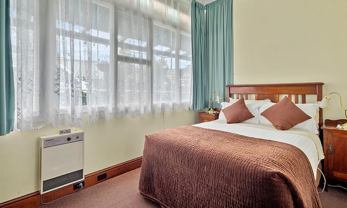 eric pearce standard room