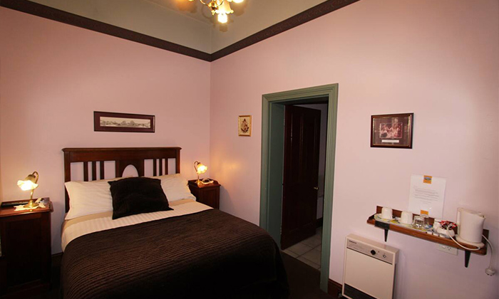 norman pearce budget double room